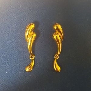Earrings gold color